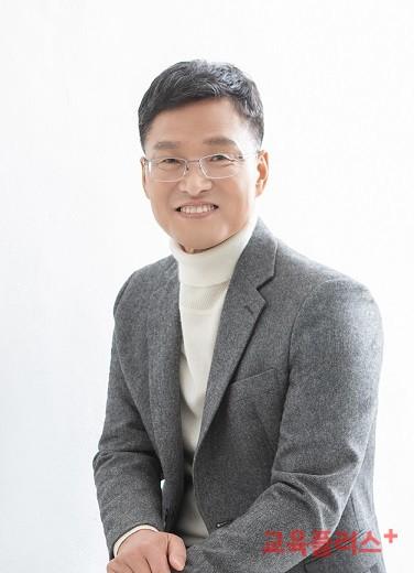 김용서 교사노동조합연맹 위원장은 한국노총 입장에서 교사노조를 회원조직으로 받아들이는 것은 매우 중요한 과제라고 봤다.
